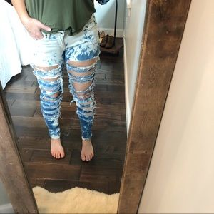 Levi's juniors sz7 medium acid wash shredded jeans